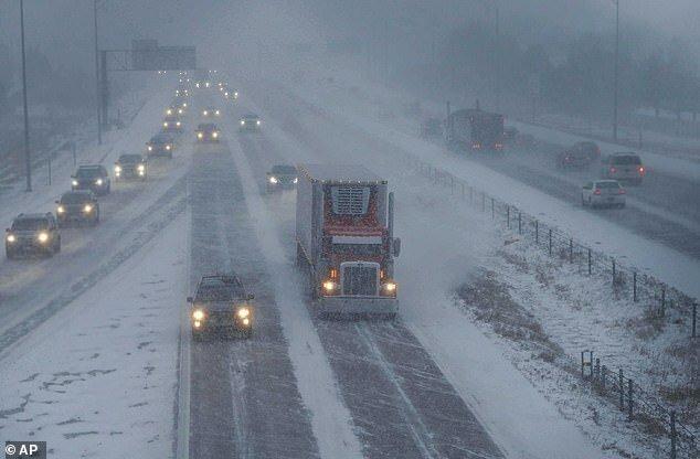 امدادرسانی به 30 خودروی گرفتار در برف و کولاک در خراسان جنوبی
