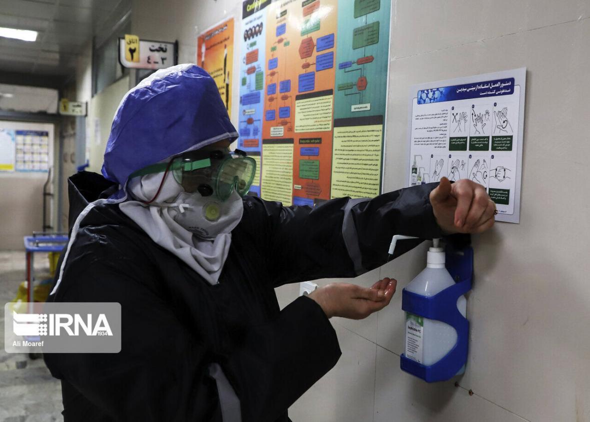 خبرنگاران اهدای یکصد هزار ماسک جراحی به مدافعان حوزه سلامت