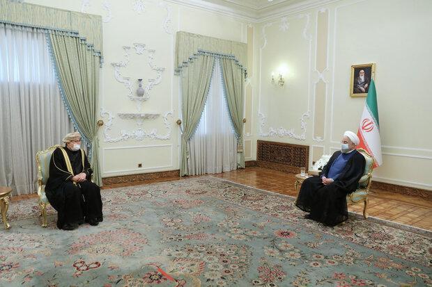روحانی: ایران علاقه مند به توسعه همکاری ها در همه عرصه ها با عمان است