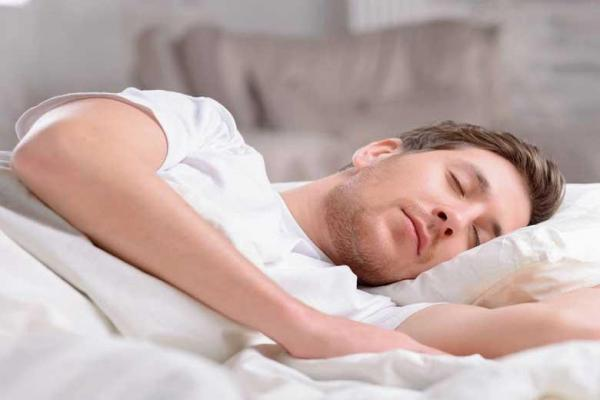 آشنایی با فواید خوابیدن در اتاق سرد!