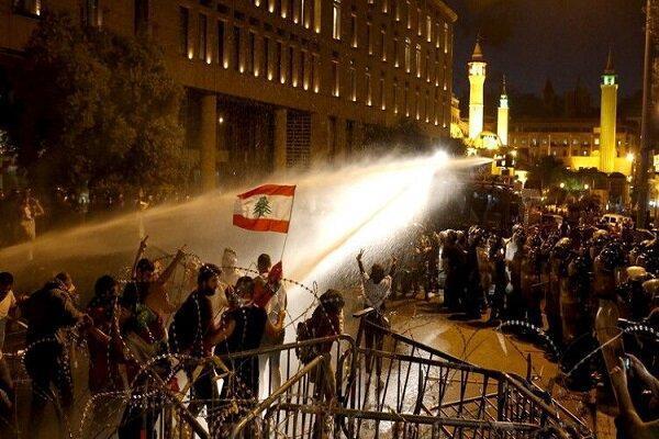 ناآرامی در اطراف مجلس لبنان، هجوم به دروازه آهنی