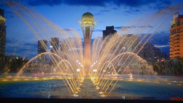 قزاقستان؛ برج بایترک در شهر آستانه، نماد پرنده خوشبختی
